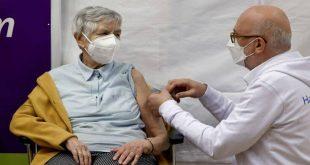 Κορονοϊός: Η Ευρώπη εμβολιάζεται - Ανησυχία στον πλανήτη για την μετάλλαξη του ιού