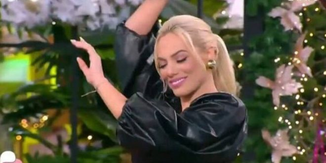 Love it: Η Ιωάννα Μαλέσκου προκάλεσε για άλλη μια φορά πανικό στο πλατό με το «καυτό» της τσιφτετέλι