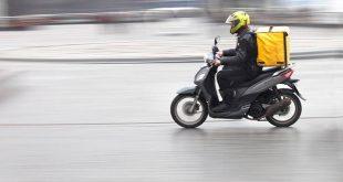 Νοκ άουτ τα ΕΛΤΑ courier: Σταματάνε να δέχονται αποστολές μέχρι τις 8 Ιανουαρίου
