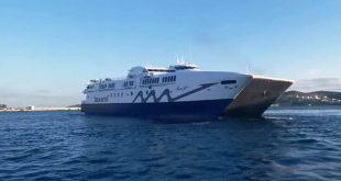 Σύρος: Καπετάνιος αποχαιρετά το 2020 με εντυπωσιακές περιστροφές και κόρνα