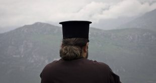 Ιερέας από την Κρήτη: Δεν θα υπακούσω στην απαγόρευση, θα τελέσω τον αγιασμό